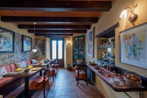 Restaurant o un lloc per menjar a Hotel Cal Sastre