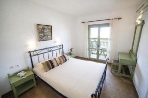 Ένα ή περισσότερα κρεβάτια σε δωμάτιο στο Elpida Village