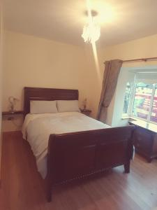 A bed or beds in a room at Blarney Heights Lodge