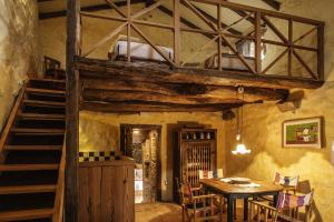 A restaurant or other place to eat at Quinta do Rapozinho