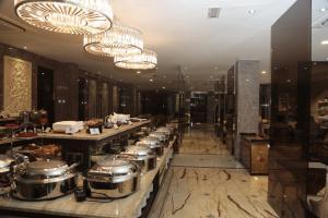 モティ ホテルにあるレストランまたは飲食店