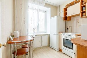 Кухня или мини-кухня в Apartament on Vesennyaya 21a