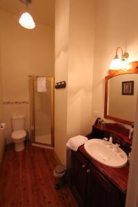 A bathroom at Palm House