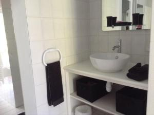 A bathroom at Le Clos de St Paul