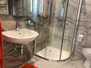 A bathroom at Hub apartment