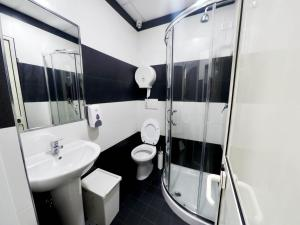 A bathroom at Palladini Hostel Rome