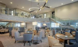 The lounge or bar area at DoubleTree by Hilton London Heathrow Airport