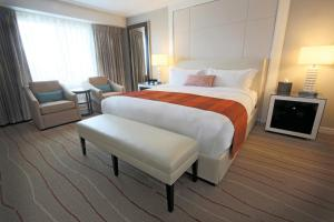 A bed or beds in a room at Wind Creek Bethlehem Casino & Resort