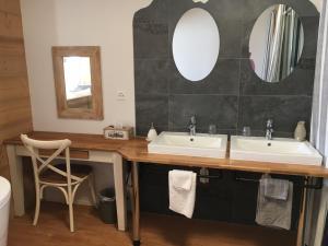 A bathroom at Appartement supérieur Winoka Lodge