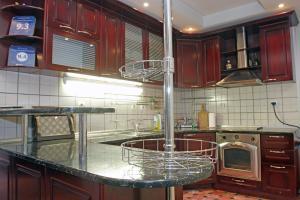 مطبخ أو مطبخ صغير في Belgrade Republic Square Apartment