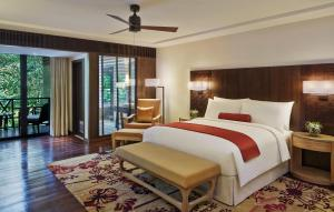 A bed or beds in a room at Mulu Marriott Resort