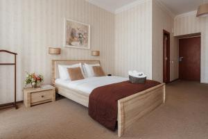 A bed or beds in a room at Aparthotel Ribas Odesa