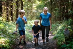 A family staying at Fagernes Camping