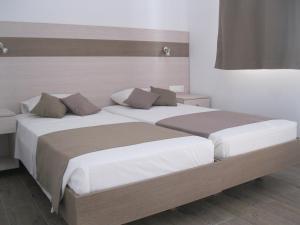 Ένα ή περισσότερα κρεβάτια σε δωμάτιο στο Seaside Studios Kirania
