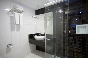 A bathroom at Marano Hotel