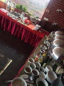 A restaurant or other place to eat at Inle Star Hotel