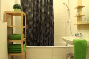 A bathroom at Apartment Bett am Rhein