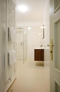 A bathroom at Alveo Suites
