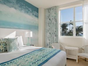 A bed or beds in a room at Marriott Vacation Club Pulse, South Beach
