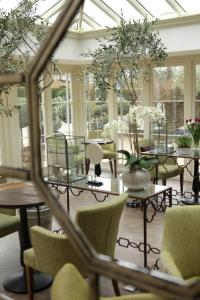 A restaurant or other place to eat at Banbury Wroxton House Hotel, BW Signature Collection