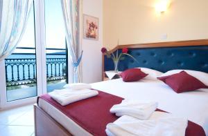 Ένα ή περισσότερα κρεβάτια σε δωμάτιο στο Ξενοδοχείο Φαίδρα