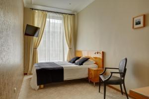 Кровать или кровати в номере Anichkov Pension