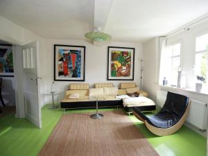 Ein Sitzbereich in der Unterkunft Luxurious holiday home in Steinthaleben Thuringia with private terrace