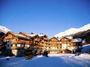 Apartment Les Alpages De Val Cenis 2 during the winter