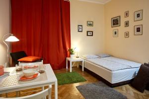 Łóżko lub łóżka w pokoju w obiekcie Old Town Kolberga 8