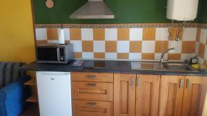 Una cocina o zona de cocina en Escuelas De Fuentes