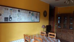 Una televisión o centro de entretenimiento en Escuelas De Fuentes
