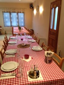 A restaurant or other place to eat at Apartments Santa Marija