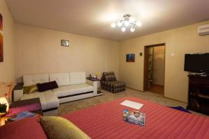 Гостиная зона в Cozy-Mozy Apartment