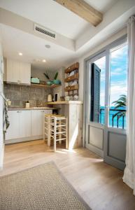 A kitchen or kitchenette at The Beach House