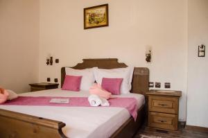A bed or beds in a room at Family Hotel Dinchova kushta