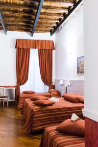 Letto o letti in una camera di Domus Capilupi