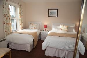A bed or beds in a room at Diamond Lodgings