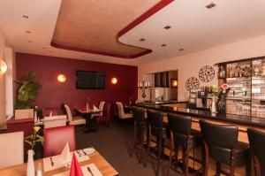 Ein Restaurant oder anderes Speiselokal in der Unterkunft Hotel Dietrichsdorfer Hof