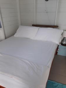 Ein Bett oder Betten in einem Zimmer der Unterkunft Cosy Hut