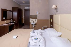 Кровать или кровати в номере Элиза Инн