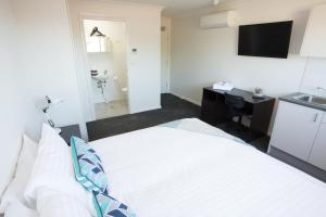A bed or beds in a room at Aspire Newcastle