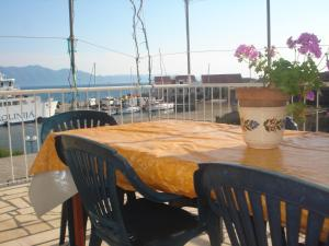 A restaurant or other place to eat at Apartments San Giorgio