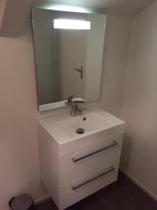 A bathroom at Bed & Breakfast Klokgaaf