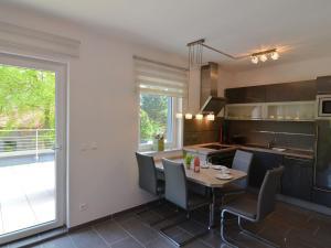 Küche/Küchenzeile in der Unterkunft Modern apartment with private roof terrace in Bad Tabarz, in Thuringia