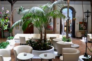 Een restaurant of ander eetgelegenheid bij Hotel Monopol