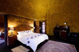 A bed or beds in a room at We Kebi Safari Lodge