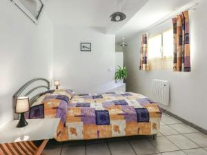 A bed or beds in a room at Maison De Vacances - Berre-Les-Alpes 1
