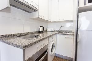 Una cocina o zona de cocina en Pio XII Apartments Valencia