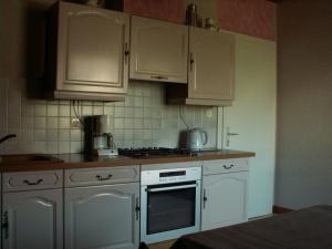 A kitchen or kitchenette at Gite et Chambres d'hôtes chez Annie et Fredel