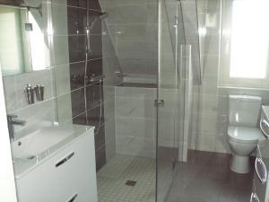 A bathroom at Gite et Chambres d'hôtes chez Annie et Fredel